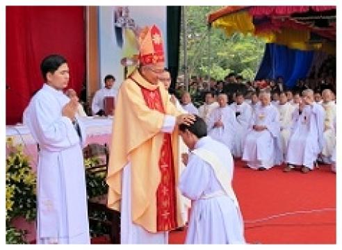 Trực tiếp Thánh lễ Truyền chức Linh mục tại Giáo phận Vinh - 8h00, 24/11/2017