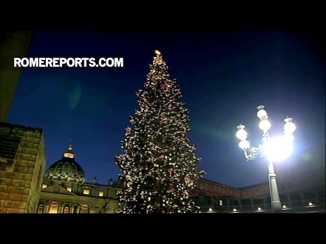 Cây thông và Hang đá Giáng Sinh tại Vatican đã lên đèn