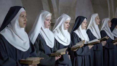 Các nữ tu trong trắng